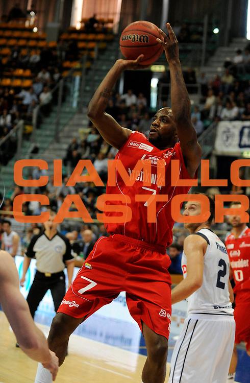 DESCRIZIONE : Bologna Lega Basket A2 2011-12 Conad Bologna Trenkwalder Reggio Emilia<br /> GIOCATORE : Donell Taylor<br /> CATEGORIA : Tiro<br /> SQUADRA : Trenkwalder Reggio Emilia<br /> EVENTO : Campionato Lega A2 2011-2012<br /> GARA : Conad Bologna Trenkwalder Reggio Emilia<br /> DATA : 22/04/2012<br /> SPORT : Pallacanestro<br /> AUTORE : Agenzia Ciamillo-Castoria/A.Giberti<br /> Galleria : Lega Basket A2 2011-2012 <br /> Fotonotizia : Bologna Lega Basket A2 2011-12 Conad Bologna Trenkwalder Reggio Emilia<br /> Predefinita :