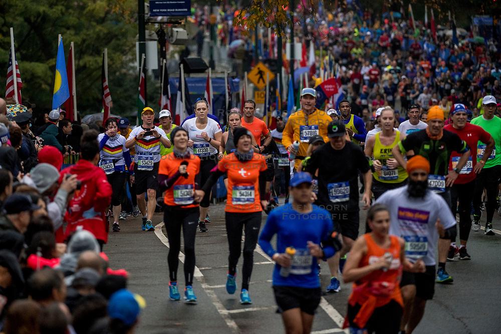 05-11-2017 USA: NYC Marathon We Run 2 Change Diabetes day 3, New York<br /> De dag van de marathon, 42 km en 195 meter door de straten van Staten Island, Brooklyn, Queens, The Bronx en Manhattan / Bibi