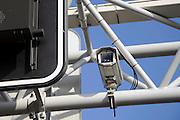 Nederland, Roermond, 15-2-2009Een camera boven de A73 bij Roermond.  Het College Bescherming Persoonsgegevens, CBP, maakt bezwaar tegen het rigistreren van kentekens die enige tijd bewaard worden in het kader van criminaliteitsbestrijding.Foto Flip Franssen