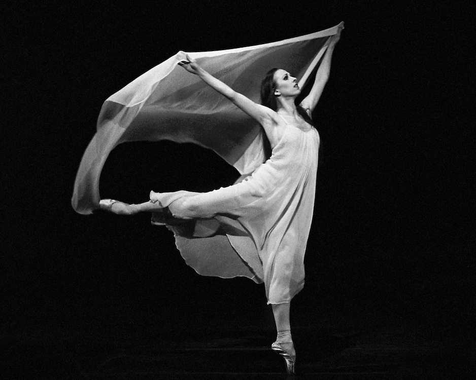 Pavane .Kyra Nichols.Credit Photo ©Paul Kolnik.New York City Ballet.Choreography by George Balanchine.