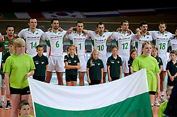 20-06-2010 VOLLEYBAL: WLV NEDERLAND - BULGARIJE: APELDOORN<br /> Nederland verliest ook de tweede wedstrijd met 3-0 / Bulgarije tijdens het volkslied vlag<br /> ©2010-WWW.FOTOHOOGENDOORN.NL