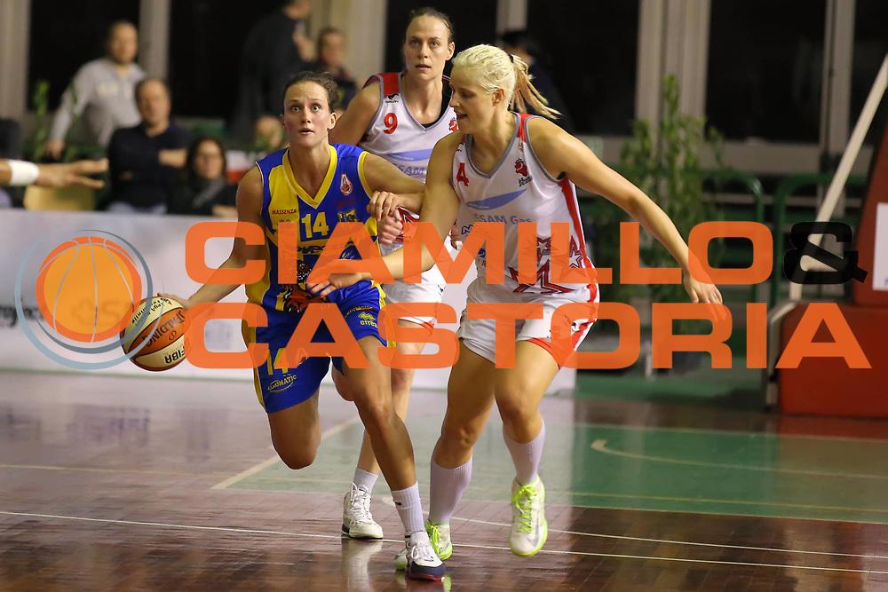 DESCRIZIONE : Lucca Lega A1 Femminile 2012-13 Final Four Coppa Italia 2013 Semifinale Gesam Gas Lucca Lavezzini Parma<br /> GIOCATORE : Jillian Harmon<br /> SQUADRA : Lavezzini Parma<br /> EVENTO : Campionato Lega A1 Femminile 2012-2013 <br /> GARA : Gesam Gas Lucca Lavezzini Parma<br /> DATA : 09/03/2013<br /> CATEGORIA : palleggio<br /> SPORT : Pallacanestro <br /> AUTORE : Agenzia Ciamillo-Castoria/ElioCastoria<br /> Galleria : Lega Basket Femminile 2012-2013 <br /> Fotonotizia : Lucca Lega A1 Femminile 2012-13 Final Four Coppa Italia 2013 Semifinale Gesam Gas Lucca Lavezzini Parma<br /> Predefinita :