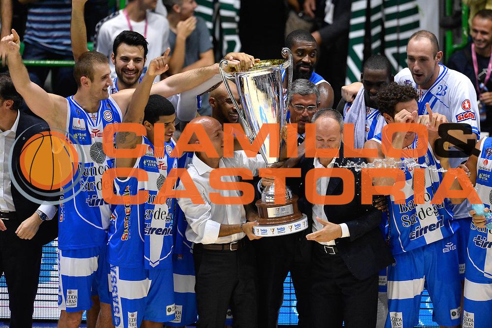 DESCRIZIONE : Sassari Lega Serie A 2014/15 Beko Supercoppa 2014 Finale EA7 Emporio Armani Milano Dinamo Banco di Sardegna Sassari <br /> GIOCATORE : Banco di Sardegna Sassari<br /> CATEGORIA : Premiazione Premio Award Coppa <br /> SQUADRA : Banco di Sardegna Sassari<br /> EVENTO : Beko Supercoppa 2014 <br /> GARA : EA7 Emporio Armani Milano Dinamo Banco di Sardegna Sassari <br /> DATA : 05/10/2014 <br /> SPORT : Pallacanestro <br /> AUTORE : Agenzia Ciamillo-Castoria/GiulioCiamillo <br /> Galleria : Lega Basket A 2014-2015 Fotonotizia : Sassari Lega Serie A 2014/15 Beko Supercoppa 2014Finale EA7 Emporio Armani Milano Dinamo Banco di Sardegna Sassari <br /> Predefinita :