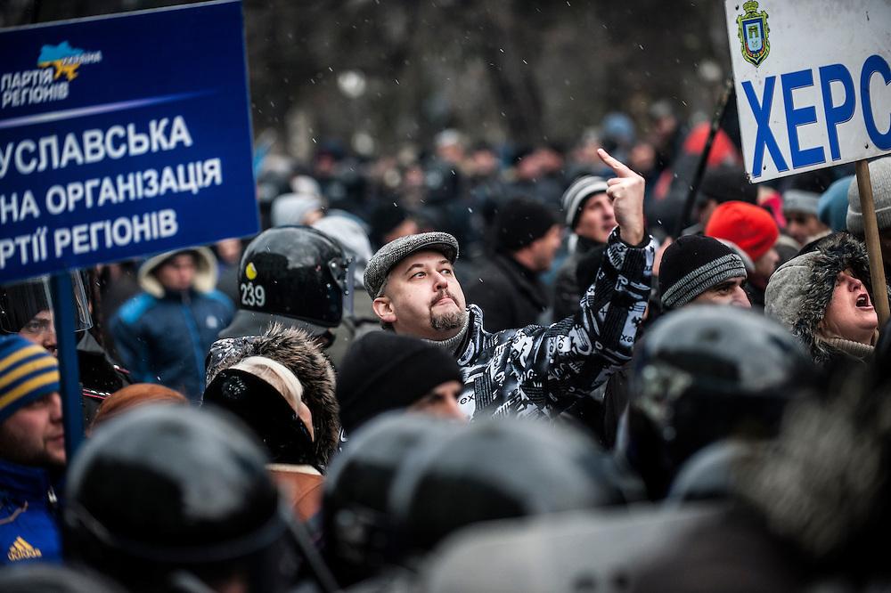 manifestation à Kiev, ukraine le dimanche 8 décembre 2013. Manifestants pro Ianoukovitch faisant face aux anti régime.
