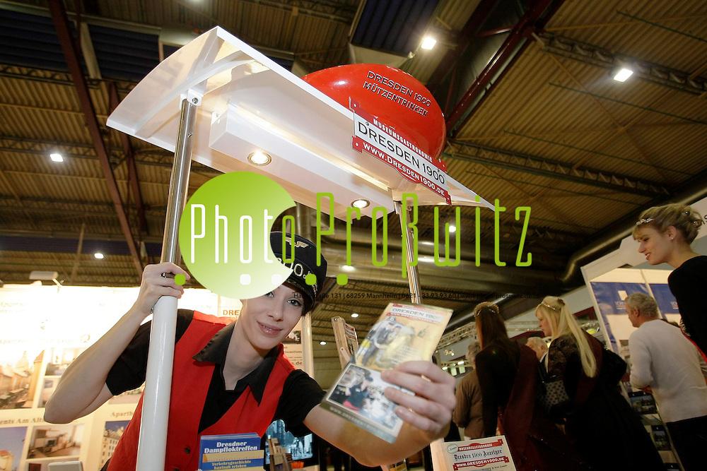 Mannheim. Maimarkthalle. Reisemarkt. Urlauber k&ouml;nnen schon hier ihre Reiseziele bestaunen und sofort buchen.<br /> <br /> <br /> Bild: Markus Pro&szlig;witz / masterpress / images4.de<br /> <br /> ++++ Archivbilder und weitere Motive finden Sie auch in unserem OnlineArchiv. www.masterpress.org oder &uuml;ber das Metropolregion Rhein-Neckar Bildportal images4.de ++++