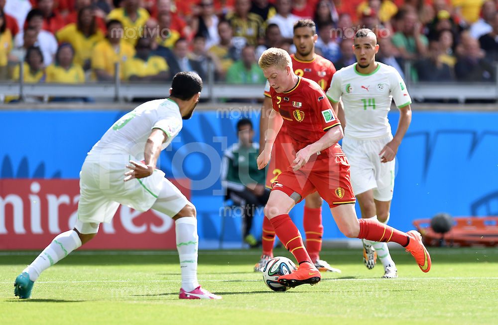 FUSSBALL WM 2014  VORRUNDE    Gruppe H     Belgien - Algerien                       17.06.2014 Kevin De Bruyne (re, Belgien) gegen Rafik Halliche (li, Algerien)
