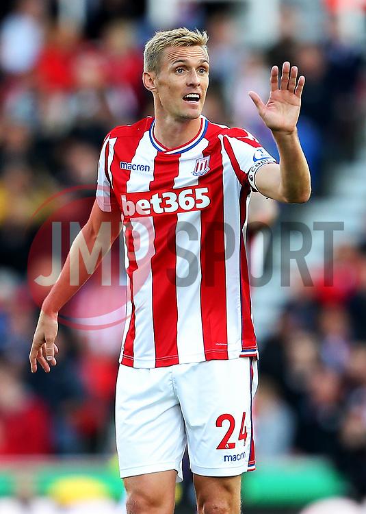 Darren Fletcher of Stoke City gestures - Mandatory by-line: Matt McNulty/JMP - 09/09/2017 - FOOTBALL - Bet365 Stadium - Stoke-on-Trent, England - Stoke City v Manchester United - Premier League