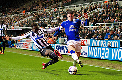 25.03.2014, St. James Park, Newcastle, ENG, Premier League, Newcastle United vs FC Everton, 28. Runde, im Bild Everton's Ross Barkley in action against Newcastle United's Mapou Yanga-Mbiwa // during the English Premier League 28th round match between Newcastle United and Everton FC at the St. James Park in Newcastle, Great Britain on 2014/03/25. EXPA Pictures © 2014, PhotoCredit: EXPA/ Propagandaphoto/ David Rawcliffe<br /> <br /> *****ATTENTION - OUT of ENG, GBR*****