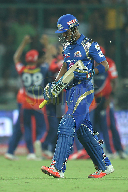 Lendl Simmons of the Mumbai Indians walk back during match 21 of the Pepsi IPL 2015 (Indian Premier League) between The Delhi Daredevils and The Mumbai Indians held at the Ferozeshah Kotla stadium in Delhi, India on the 23rd April 2015.<br /> <br /> Photo by:  Deepak Malik / SPORTZPICS / IPL
