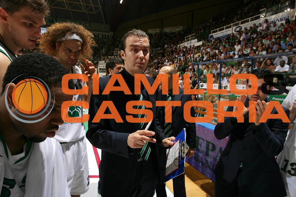 DESCRIZIONE : Siena Lega A1 2006-07 Playoff Finale Gara 3 Montepaschi Siena VidiVici Virtus Bologna <br /> GIOCATORE : Team Siena Pianigiani <br /> SQUADRA : Montepaschi Siena <br /> EVENTO : Campionato Lega A1 2006-2007 Playoff Finale Gara 3 <br /> GARA : Montepaschi Siena VidiVici Virtus Bologna <br /> DATA : 17/06/2007 <br /> CATEGORIA : Timeout Before <br /> SPORT : Pallacanestro <br /> AUTORE : Agenzia Ciamillo-Castoria/G.Ciamillo