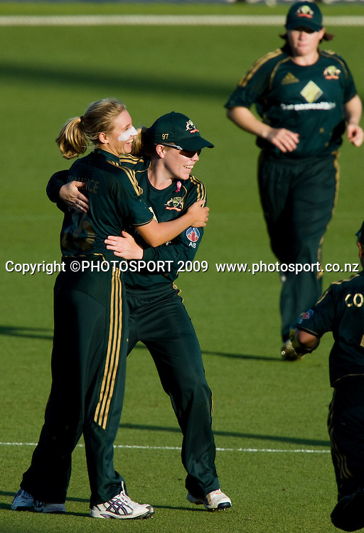 Delissa Kimmince, left, is congratulated for taking the wicket of Mason, caught Blackwell during the 3rd ODI Rose Bowl Series cricket match between New Zealand White Ferns and Australia at Seddon Park, Hamilton, New Zealand, Friday 06 February 2009.  Photo: Stephen Barker/PHOTOSPORT