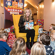 NLD/Amsterdam/20191111 - Presentatie sinterklaasboeken met Rafael v/d Vaart, Nicolette van Dam en Wendy van Dijk, Wendy van Dijk leest voor