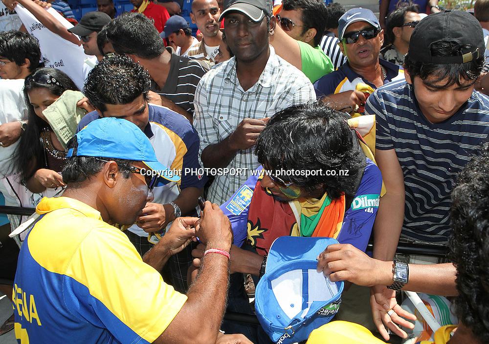 Sri Lanka players thank the crowd after the game. New Zealand Black Caps v Sri Lanka, international exhibition Twenty 20 cricket match, Central Broward Regional Park, Florida, United States of America. 23 May 2010. Photo: Barry Bland/PHOTOSPORT
