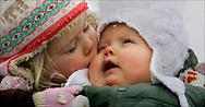 LECH - Prins Willem Alexander, prinses Maxima en hun kinderen prinses Amalia en prinses Alexia poseren zondag voor de pers in Lech. Het kroonprinselijk paar is in de Oostenrijkse plaats op wintersportvakantie. ANP PHOTO BENELUXPRESS ROBIN UTRECHT