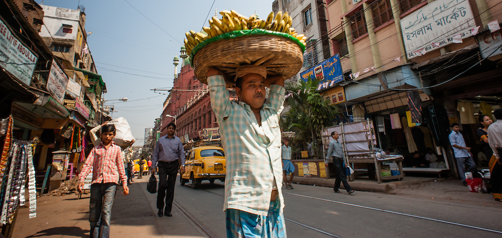 Man carrying bananas in Kolkata (India).