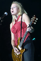 Jewel onstage at MSG 12/13/2001 during Jingle Ball 2001.