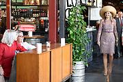Koningin M&aacute;xima opent gebouw Zuid van de Performance Factory. In de voormalige textielfabriek zijn 25 commerci&euml;le en maatschappelijke organisaties gevestigd.<br /> <br /> Queen M&aacute;xima opens South building of the Performance Factory. 25 commercial and social organizations have been established in the former textile factory.