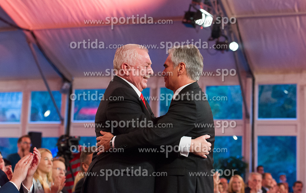 09.10.2015, Festzelt, Wien, AUT, SPÖ, Abschlusskundgebung zur Wien-Wahl 2015. im Bild v.l.n.r. Spitzenkandidat und Bürgermeister von Wien Michael Häupl und Bundeskanzler Werner Faymann // during election campaign final of the austrian social democratic party in Vienna, Austria on 2015/10/09. EXPA Pictures © 2015, PhotoCredit: EXPA/ Michael Gruber