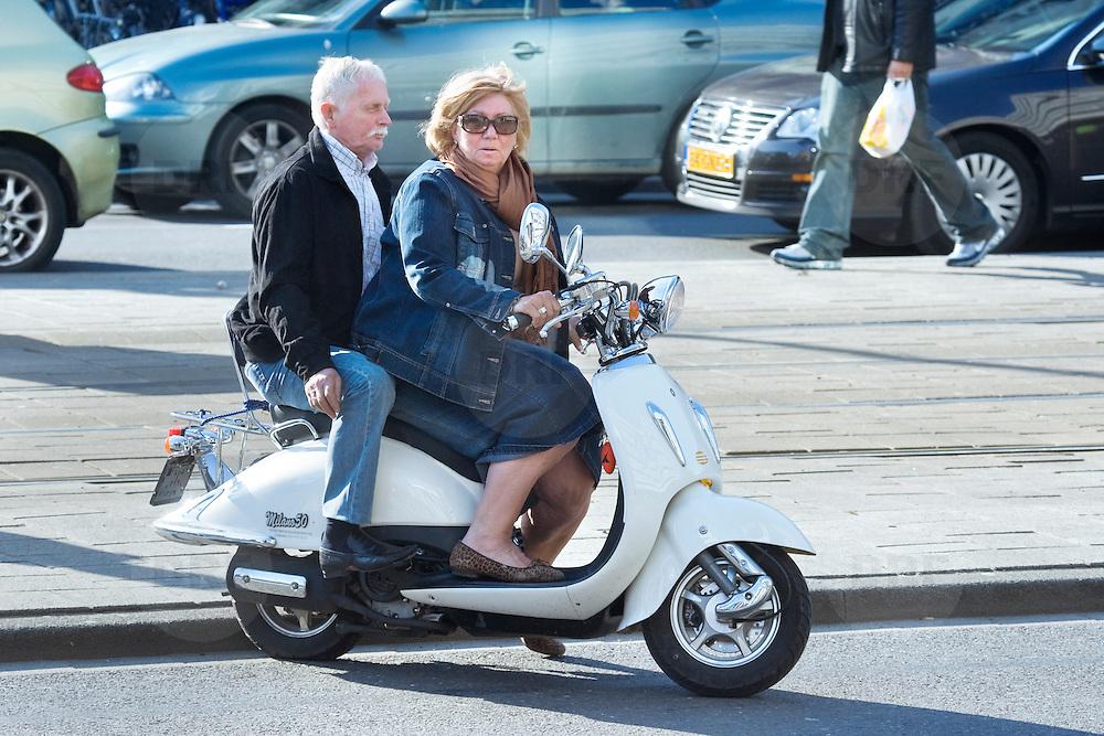 Nederland Rotterdam 21-03-2009 20090321Foto: David Rozing ..Man en vrouw op scooter  People Holland, The Netherlands, dutch, Pays Bas, Europe ..Foto: David Rozing