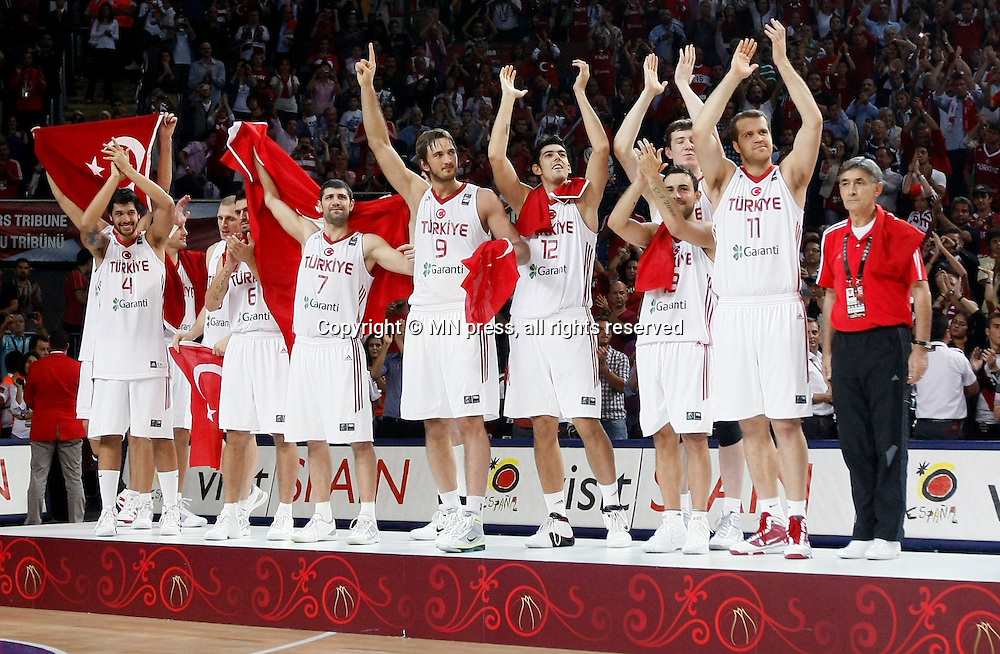 Turkey vs USA, Day 16 of the<br /> 2010 FIBA World Championship<br /> in Istanbul, Turkey, 12 September<br /> 2010, First place / Gold medal game<br /> Turkey silver medal<br /> photo: M.Metlas
