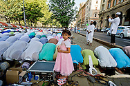 Roma 17  Luglio 2015<br /> Gli immigrati musulmani affollano Piazza Vittorio, a Roma, per la preghiera di Eid al-Fitr che segna la fine del mese di digiuno del Ramadan.<br /> Roma 17 July 2015<br /> Muslim immigrants crowd the garden of Piazza Vittorio, in Rome's Esquilino multi-ethnic quarter, for the Eid al-Fitr prayer to mark the end of the fasting month of Ramadan.