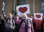 Manifestation mot deportationer till Afghanistan och mot rasister som demonstrerade mot flyktingarna