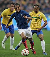 FUSSBALL   INTERNATIONAL   Testspiel   09.02.2011 Frankreich  - Brasilien Florent MALOUDA (li, Frankreich) gegen ELIAS (Brasilien)
