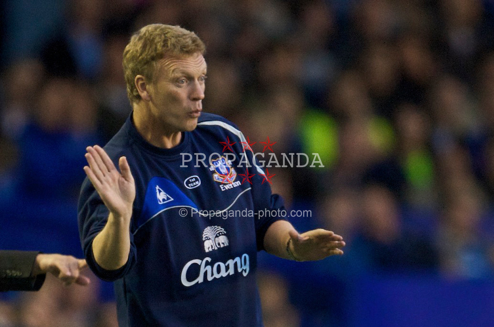 LIVERPOOL, ENGLAND - Thursday, August 20, 2009: Everton's manager David Moyes during the UEFA Europa League Play-Off 1st Leg match against SK Sigma Olomouc at Goodison Park. (Photo by David Rawcliffe/Propaganda)