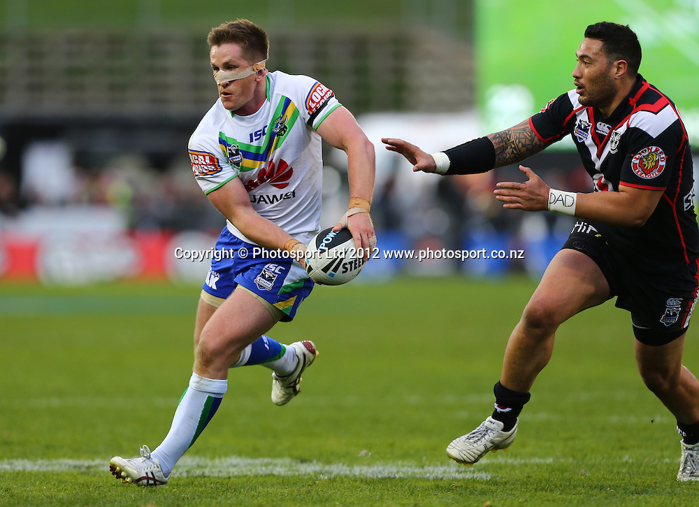 Josh McCrone of the Raiders looks to pass during the NRL game, Vodafone Warriors v Canberra Raiders, Mt Smart Stadium, Auckland, Sunday 2 September  2012. Photo: Simon Watts /photosport.co.nz