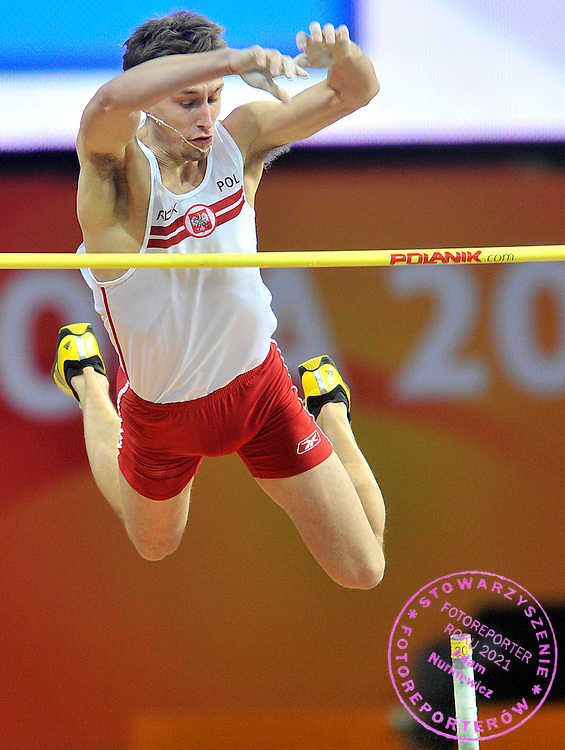 LUKASZ MICHALSKI (POLAND) COMPETES IN MEN'S POLE VAULT QUALIFICATION DURING DAY 1 THE 13TH IAAF WORLD INDOOR CHAMPIONSHIPS IN ATHLETICS DOHA 2010 AT ASPIRE DOME...DOHA , QATAR , MARCH 12, 2010..( PHOTO BY ADAM NURKIEWICZ / MEDIASPORT )..PICTURE ALSO AVAIBLE IN RAW OR TIFF FORMAT ON SPECIAL REQUEST.