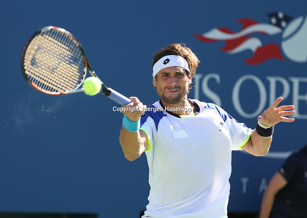 US Open 2013, USTA Billie Jean King National Tennis Center, Flushing Meadows, New York,<br /> ITF Grand Slam Tennis Tournament .<br /> David Ferrer (ESP),Aktion,Einzelbild,<br /> Halbkoerper,Querformat