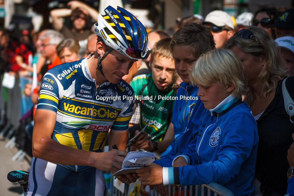 Bourg D'Oisans, France - Tour de France :: Stage 19 - 19th july 2013 - Boy VAN POPPEL (Vacansoleil-DCM) giving his signature
