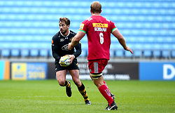 Danny Cipriani of Wasps takes on Chris Robshaw of Harlequins - Mandatory by-line: Robbie Stephenson/JMP - 17/09/2017 - RUGBY - Ricoh Arena - Coventry, England - Wasps v Harlequins - Aviva Premiership