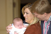 Fotoshoot dutch royal family with the crownprince Willem Alexander, princess Maxima and their childeren Amalia, Alexia and baby Ariane.<br />