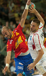 10.06.2015, Olympiahalle, Innsbruck, AUT, EHF Euro Qualifikation, Gruppe 7, Österreich vs Spanien, im Bild Albert Rocas Comas (ESP, l) und Vytautas Ziura (AUT, r) // during the EHF Euro Qualifikation group 7 match between Austria and Spain at Olympiahalle, Innsbruck, Austria on 2015/06/10. EXPA Pictures © 2015, PhotoCredit: EXPA/ Jakob Gruber