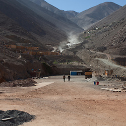 The SOTRAMI gold and silver mine is Fairtrade-certified. Part of the mine is closed because of an unresolved claim on their concession. While demonstrations continue, part of the mine is producing gold and silver as normal.