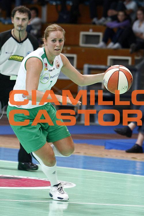 DESCRIZIONE : Napoli Palavesuvio LBF Opening Day Erg Power&amp;Gas Priolo Famila Schio<br /> GIOCATORE : Szilvia Torok<br /> SQUADRA : Erg Power&amp;Gas Priolo<br /> EVENTO : Campionato Lega Basket Femminile A1 2009-2010<br /> GARA : Erg Power&amp;Gas Priolo Famila Schio<br /> DATA : 11/10/2009 <br /> CATEGORIA : palleggio<br /> SPORT : Pallacanestro <br /> AUTORE : Agenzia Ciamillo-Castoria/E.Castoria