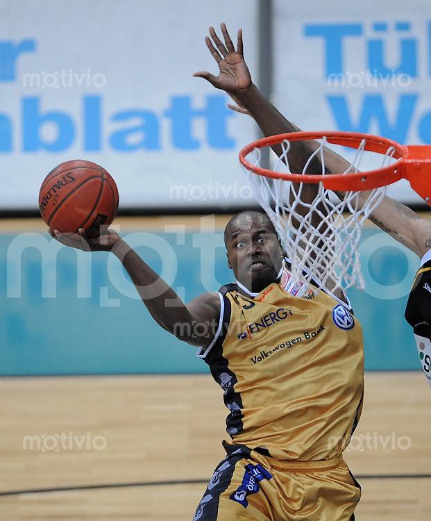Basketball   1. Bundesliga 2009/2010  13.03.2010 Walter Tigers Tuebingen - New York Phantoms Braunschweig Marcus Goree (NY Phantoms)  geht zum Korb