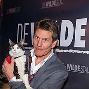 NLD/Amsterdam/20180226 - Premiere De wilde stad, Regisseur Mark Verkerk met de kat Abatutu