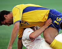 Fotball, 26. juni 2004, EM, Euro 2004, Sverige- Nederland, Hollands Ruud Van Nistelrooy, Nederland ogAndreas Jakobsson, Sverige