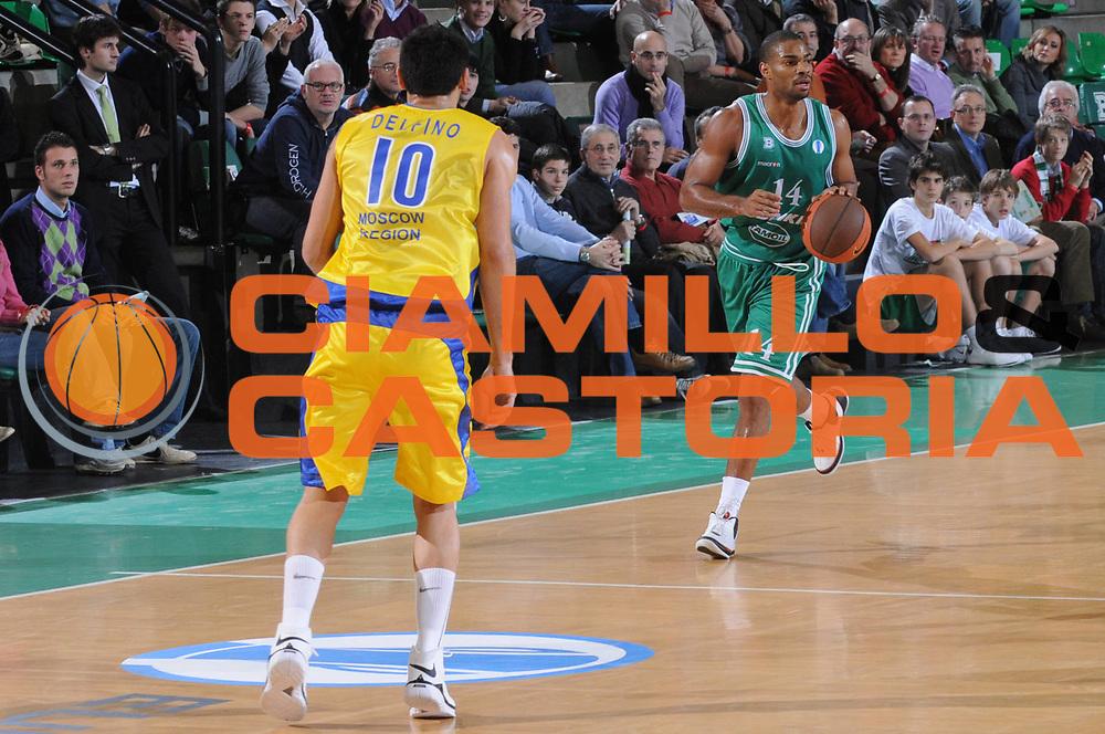 DESCRIZIONE : Treviso Uleb Cup 2008-09 Benetton Treviso Bc Khimki Moscow Region<br /> GIOCATORE : Gary Neal <br /> SQUADRA : Benetton Treviso<br /> EVENTO : Uleb 2008-2009<br /> GARA : Benetton Treviso Bc Khimki Moscow Region<br /> DATA : 02/12/2008<br /> CATEGORIA : Palleggio<br /> SPORT : Pallacanestro<br /> AUTORE : Agenzia Ciamillo-Castoria/M.Gregolin