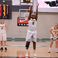 2nd year guard Kyia Giles (6) of the Regina Cougars in action during the home opener on November  10 at Centre for Kinesiology, Health and Sport. Credit: Arthur Ward/Arthur Images