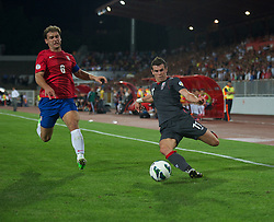 NOVI SAD, SERBIA - Tuesday, September 11, 2012: Wales' Gareth Bale in action against Serbia's captain Branislav Ivanovic during the 2014 FIFA World Cup Brazil Qualifying Group A match at the Karadorde Stadium. (Pic by David Rawcliffe/Propaganda)