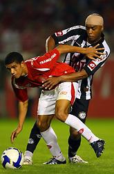 Taison em lance da partida entre as equipes do Inter x Botafogo, realizada no Estadio Beira Rio, em Porto Alegre, válida pela 6 rodada do Campeonato Brasileiro. FOTO: Jefferson Bernardes/Preview.com