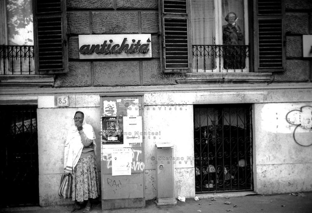Roma    viale Giulio Cesare Ottobre  1997.Due mondi.Two Worlds..