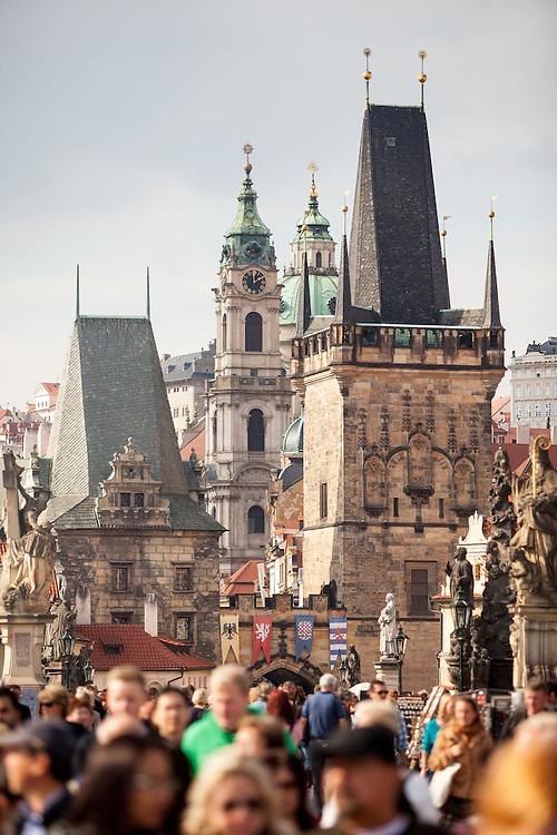 Die Karlsbrücke in Richtung Prager Kleinseite.