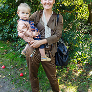 NLD/Amsterdam/20150909 - Uitreiking Mamma of The Year Awards, Peggy Vrijens met dochter Anaisa