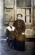 vintage image of mother with child France