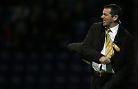 Photo: Paul Thomas/Sportsbeat Images.<br /> Preston North End v Hull City. Coca Cola Championship. 04/12/2007.<br /> <br /> Hull manager Phil Brown shows his frustration..