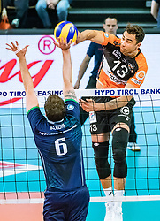 17.04.2019, Olympiahalle Innsbruck, Innsbruck, AUT, VBL, Deutsche Volleyball Bundesliga, HYPO Tirol Alpenvolleys Haching vs Berlin Recycling Volleys, Halbfinale, 3. Spiel, im Bild v.l.: Danilo Gelinski (Tirol), Benjamin Patch (Berlin) // during the German Volleyball Bundesliga (VBL) 3rd semifinal match between HYPO Tirol Alpenvolleys Haching and Berlin Recycling Volleys at the Olympiahalle Innsbruck in Innsbruck, Austria on 2019/04/17. EXPA Pictures © 2019, PhotoCredit: EXPA/ JFK